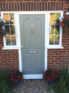 The technique for spray painting all PVC front doors with a wide variety of long lasting durable finishes including Dulux and Farrow and Ball paints. Porch Doors, Exterior Front Doors, Entry Doors, Painted Upvc Door, Painted Front Doors, Garage Door Colors, Front Door Colors, Modern Garage Doors, Composite Front Door