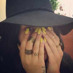 leopardlaceleather: beauty Love hat and rings Fabulous Nails, Gorgeous Nails, Love Nails, How To Do Nails, Pretty Nails, Pretty Toes, Mint Nails, Yellow Nails, Glitter Nails