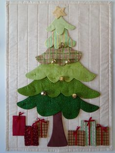 "Use for the ""base"" of my advent calendar 👍🏻 Christmas Tree Quilt, Christmas Patchwork, Christmas Wall Hangings, Christmas Applique, Felt Christmas Decorations, Christmas Sewing, Christmas Projects, Christmas Crafts, Christmas Ornaments"