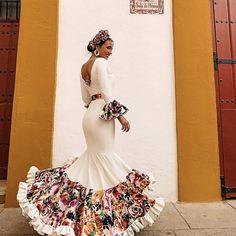 African Traditional Dresses, Traditional Outfits, African Fashion Ankara, Spanish Fashion, Punjabi Wedding, Inspiration Mode, Ankara Styles, Fashion Sketches, Beautiful Dresses