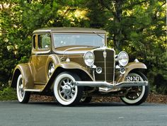 1932 Studebaker Dictator Coupe....glamorous....