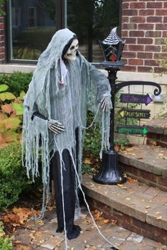 90 cool outdoor halloween decorating ideas digsdigs falloween pinterest outdoor halloween halloween ideas and holidays