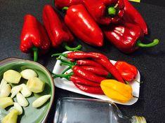 Hogyan készítek otthon chiliszószt saját paprikából? | Hobbikert Magazin Chili, Spices, Stuffed Peppers, Vegetables, Food, Spice, Chile, Stuffed Pepper, Essen