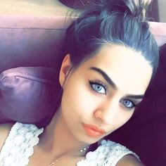 bu en guzel kiz icide Beautiful Love, Turkish Actors, Actors & Actresses, Like4like, Pearl Earrings, Make Up, Photo And Video, Celebrities, Beauty