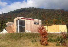Außenansicht der Parkett Ausstellung Tirol mit neuem Lageranbau, Herbst 2015. #Parkett #Ausstellung #Lager