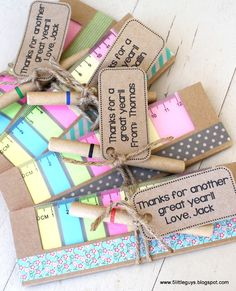 Post-it notebooks dressed up with washi tape, matching pens and a tag with some twine - great teacher gift! Teacher Christmas Gifts, Great Teacher Gifts, Student Gifts, Teacher Appreciation Gifts, Handmade Christmas, Teacher Gift Baskets, Birthday Gift Baskets, Cheap Gifts, Unique Gifts