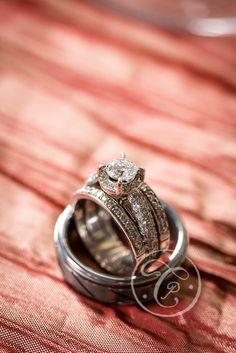 Wedding Rings Diamond White Gold Table
