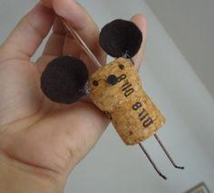 Petite souris en bouchons de liège. Adorable !