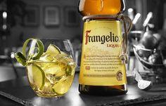Frangelico é um licor Italiano Premium destilado a partir de avelãs produzidas localmente, com um blend de destilados de café, cacao e baunilha e extractos.