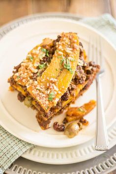 Pastelón de Plátano Maduro, or Sweet Plantain Lasagna, is a surprising combination of sweet and salty ingredients that unite into a highly addictive dish Pastelon Recipe, Sweet And Salty, Healthy Eating, Clean Eating, Delish, Food And Drink, Cooking Recipes, Favorite Recipes, Yummy Food