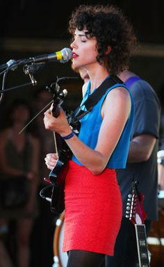 "St. Vincent's curly ""bangs"""