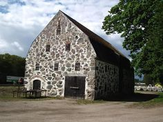 old stone barn at Årup . Stone Barns, Stone Houses, Farm Barn, Old Farm, Beautiful Architecture, Beautiful Buildings, Country Barns, Country Roads, Old Buildings