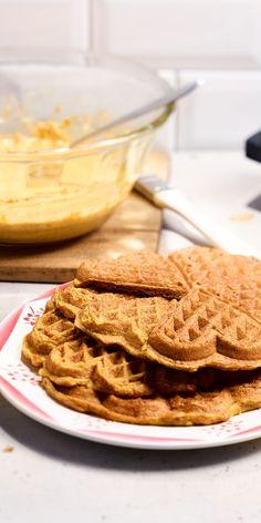 Herzhafte Kürbiswaffeln zum Frühstück können wir dir nur wärmstens ans Herz legen. Diese Waffel-Variante mit Vollkornmehl solltest du unbedingt probieren. Zusammen mit dem frischen Apfel-Quark-Dip wird es besonders lecker. Guten Appetit!
