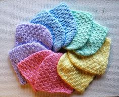 Crochet newborn baby hat pattern. These would be ideal to make up and donate to local hospitals. They ALWAYS need hats for the babies!.