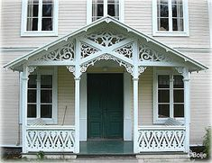 The Secret Garden: Ensamma Hus Scandinavian Cottage, Swedish Cottage, Swedish House, Victorian Porch, Victorian Homes, Porch Trim, German Houses, Small Front Porches, House Trim