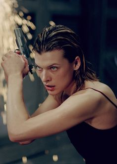 Milla Jovovich in the 'Resident Evil' Films Milla Jovovich, Donald Glover, Evan Peters, Resident Evil 2002, Alice Resident Evil, Chris Hemsworth, Film Pour Halloween, Apocalypse Movies, Constantin Film