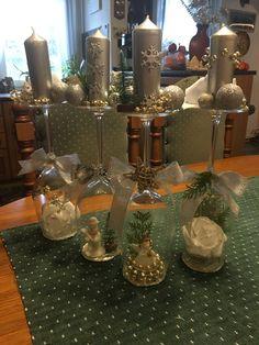 Vánoční výzdoba Table Decorations, Furniture, Home Decor, Decoration Home, Room Decor, Home Furnishings, Arredamento, Dinner Table Decorations, Interior Decorating