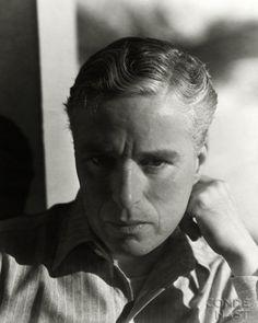 World Tour (1931-32) Revisited: Photos by George Hoyningen-Huene, Paris, 1931