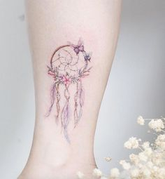 Adorable dreamcatcher by Mini Lau Atrapasueños Tattoo, Tattoo Motive, Tattoo Blog, Neck Tattoos, Tattoo Quotes, Wild Tattoo, Thigh Tattoos, Ankle Tattoo, Mini Tattoos