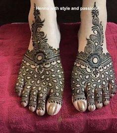 Henna for feet Leg Henna Designs, Khafif Mehndi Design, Mehndi Design Pictures, Mehndi Designs For Beginners, Unique Mehndi Designs, Wedding Mehndi Designs, Mehndi Designs For Fingers, Dulhan Mehndi Designs, Beautiful Henna Designs