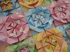 Pintura em Tela + Flores em Origami