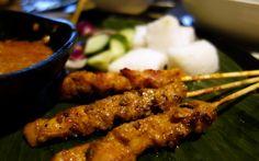 Chicken Satay at Cafe Malacca, Traders Hotel, Hong Kong (www.goodlifegoodtimes.com)