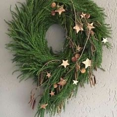 Cute Winter Wreath Decoration Ideas To Compliment Your Door - When most of us think of front door wreaths we think circle, evergreen and Christmas. Wreaths come in all types of materials and shapes. Noel Christmas, Outdoor Christmas, Rustic Christmas, Winter Christmas, Christmas Crafts, Deco Floral, Holiday Wreaths, Christmas Inspiration, Xmas Decorations