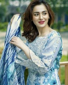 Stunning and Unique Sleeves Designs for Dresses - Kurti Blouse Pakistani Fashion Casual, Pakistani Dresses Casual, Pakistani Bridal Dresses, Pakistani Dress Design, Kurti Sleeves Design, Sleeves Designs For Dresses, Dress Neck Designs, Sleeve Designs, Stylish Dress Designs