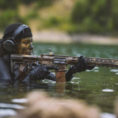 Guns and Beautiful Women what more could you ask for. Female Soldier, Army Soldier, Military Girl, Military Women, Badass Women, Jung Kook, Girls In Love, Special Forces, Airsoft