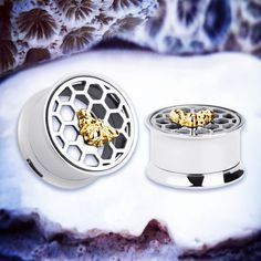 🐝 Hey cutie! 🐝 🌺 Be the QUEEN of style in our ultra GORGE Queen Bee ear tunnels! 🌺 🌸 We sell ALL kinds of piercings like our PERF ear plugs, ear weights, scaffold barbells, labret studs, nose rings, septum clickers and so much more! 🌸 #piercings #alternative #bee #queen #hive #cute #bodyjewelry #bodypiercings #fashionblogger #styleblogger #style #fashion #streetstyle