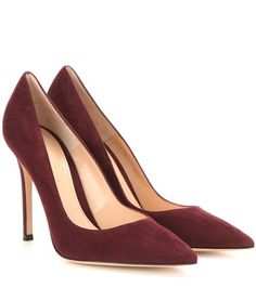 Adore these heels Kate Middleton wore, need a rounded toe.