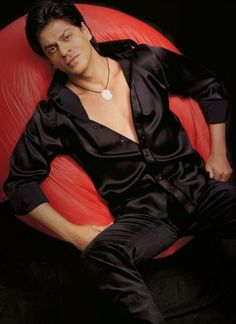 Nice pic of Shahrukh Shah Rukh Khan Movies, Shahrukh Khan, Bollywood Stars, Jennifer Winget Beyhadh, Sr K, Mix Photo, Star Wars, Vintage Bollywood, King Of Hearts