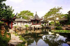 """En el cielo está el paraíso y en la tierra están Suzhou y Hangzhou"""", así reza un antiguo proverbio chino que describe a la Venecia china, Suzhou. A escasamente 30 minutos de Shanghái"""