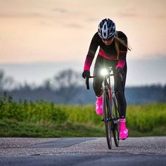 Maria Wilke | The dark season of the year - So take care to increase your visibility Best view with super bright lights by @fabriccycling and high visibility wear by @biehlersportswear Enjoy your winter rides.