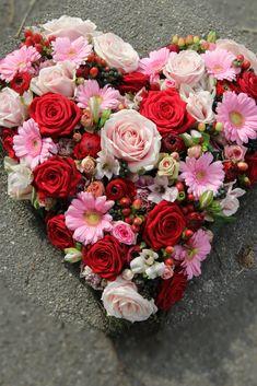 Beautiful Rose Flowers, Beautiful Flower Arrangements, Floral Arrangements, Beautiful Flowers, Flower Box Gift, Flower Boxes, My Flower, Flower Phone Wallpaper, Floral Hoops