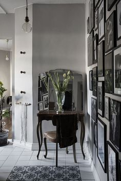 En helt magisk lägenhet i Paris-bohemisk stil - Lovely Life Decoracion Vintage Chic, Living Room Canvas, Gothic Chic, Gravity Home, Interior Decorating, Interior Design, Eclectic Decor, First Home, Beautiful Interiors