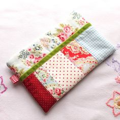 I've been rummaging in my scraps basket to conjour up some cute little zippy pouches. It could be a make-up or cosmetics bag. Or a pencil case. Or you could use it to store your notions for knitting, crochet or sewing. Cath Kidston Fabric, Line Shopping, Patchwork Designs, Pretty Green, Velvet Ribbon, Green Velvet, Free Uk, Cosmetic Bag, Wallets