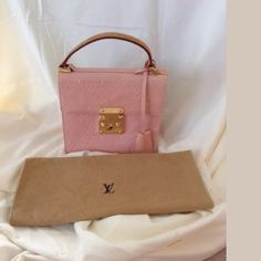 Baby pink pearlized Louis Vuitton locket handbag Has a few wear marks but nothing major or noticeable and its 100% authentic vary classic piece Louis Vuitton Bags Mini Bags