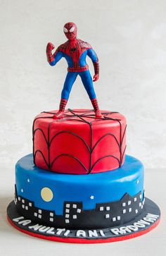 Tort Spiderman in oras Oras, Fondant, Spiderman, Anul Nou, Cake Decorating, Birthday Parties, Party Ideas, Figurine, Spider Man