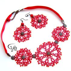 Tatting red necklace