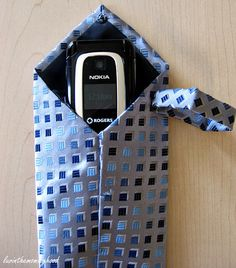 luvinthemommyhood: dad's tie to gadget case - the tutorial Sewing Hacks, Sewing Projects, Sewing Ideas, Diy Projects, Sewing Tips, Sewing Crafts, Old Ties, Father's Day Diy, Camera Case