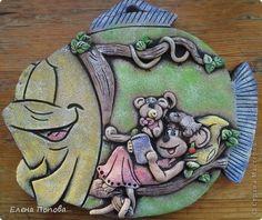 Картина панно рисунок Поделка изделие День семьи Лепка Роспись Пора спать  Рыбка-мультяшка Тесто соленое Гуашь Тесто соленое фото 1