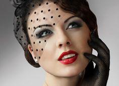 How to Apply 1920s Makeup