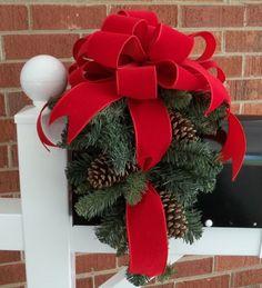 Top 12 Rustic Christmas Mailbox Designs – Easy Backyard Garden Decor Project Idea - DIY Craft (4)