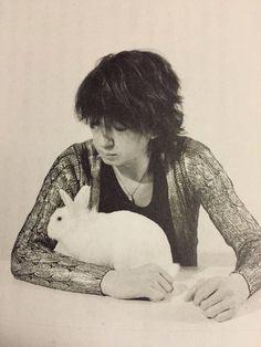 ウサギと今井さん。かわわ。今井寿。