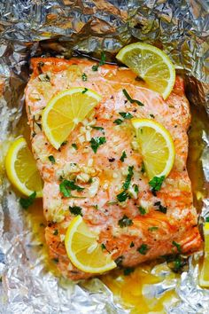 Honey Garlic Butter Salmon - easy and quick baked salmon dinner that takes only 10 minutes active time and 15 minutes in the oven. Foil-wrapped baking means there is no dish to wash! Seafood Dishes, Seafood Recipes, Cooking Recipes, Fish Recipes, Honey Recipes, Easy Delicious Recipes, Healthy Recipes, Oven Baked Salmon, Salmon In Oven Foil