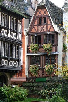 Strasbourg (région Alsace) - France  Find Super Cheap International Flights to Strasboursg, France https://thedecisionmoment.com/cheap-flights-to-europe-france-strasbourg/