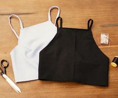 Sewing Top DIY Crop Top: Originally from These Days:In the next slide, watch the video DIY to make a crop top! - DIY Crop Top: Originally from These Days:In the next slide, watch the video DIY to make a crop top! Diy Clothing, Sewing Clothes, Clothing Patterns, Sewing Patterns, Diy Clothes Tops, Diy Clothes Making, Sewing Shorts, Clothes Shops, Clothing Stores