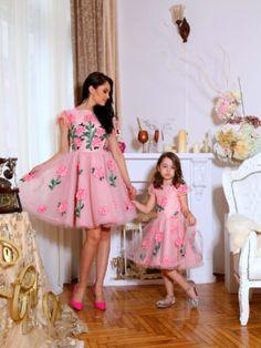 Seturi mama-fiica - Hira Design - Handmade Romania Girls Dresses, Flower Girl Dresses, Summer Dresses, Pink Peonies, Satin, Romania, Wedding Dresses, Flowers, Handmade