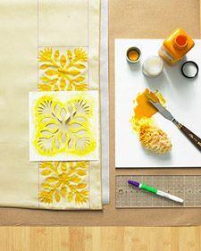 How-To: Stenciled Hawaiian-Print Bed Linens Hawaiian Quilt Patterns, Hawaiian Quilts, Hawaiian Print, Hawaiian Crafts, Bedding Master Bedroom, Chic Bedding, Bedding Sets, Cozy Bedroom, Linen Sheets